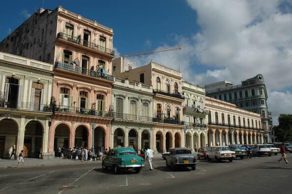 """""""هافانا"""" مدينة تأخذك إلي عالم سنوات الستينات من خلال السيارات والمباني واللباس وكل شيئ"""